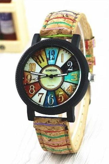 Retro Quartz Watch with Unique Leather Band Unisex Wrist Watch For Men Lady Retro Round Quartz Watch