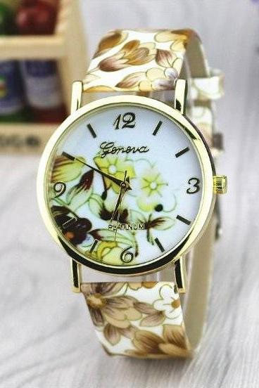 Vintage Flower Retro Quartz Watch Leather Band Unisex Wrist Watch For Men Lady Retro Round Quartz Watch Brown