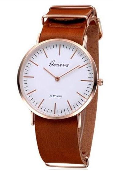Two Hands Retro Quartz Watch Leather Band Unisex Wrist Watch For Men Lady Retro Round Quartz Watch Light Brown