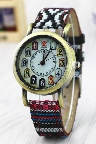 Ethnic Style Retro Quartz Watch Leather Band Unisex Wrist Watch For Men Lady Retro Round Quartz Watch Pattern 2