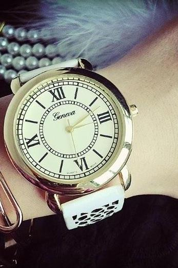 Hollow Flower Band Watch Retro Quartz Watch Leather Band Unisex Wrist Watch For Men Lady Retro Round Quartz Watch White