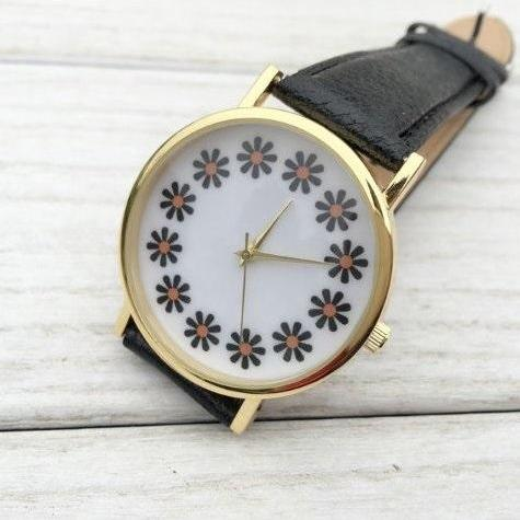 Daisy Face Leather Watchband Unisex Wrist Watch For Men Lady Retro Round Quartz Black